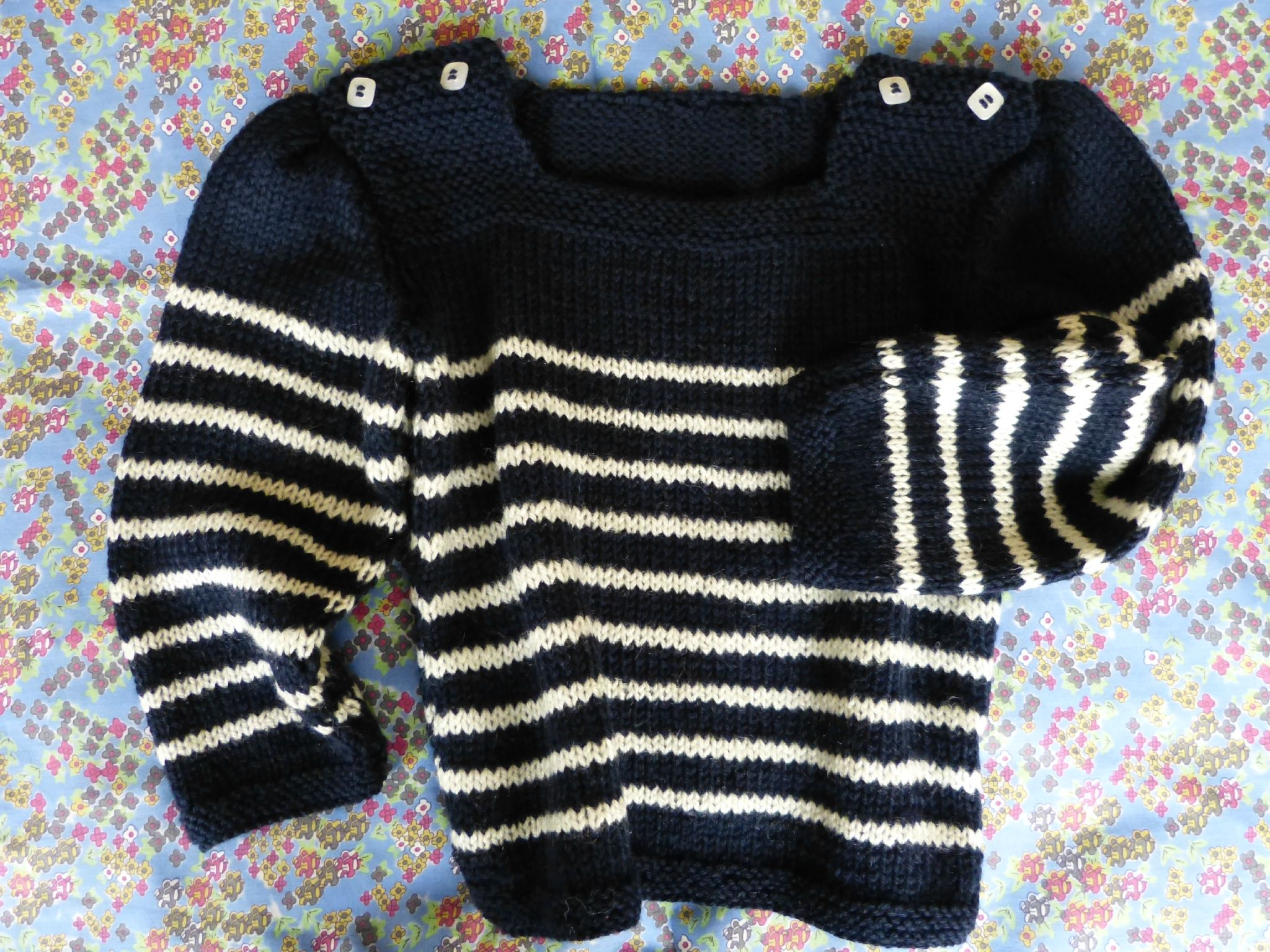 Modele de pull à tricoter gratuit pour fille - Idées de tricot gratuit 955adb87799