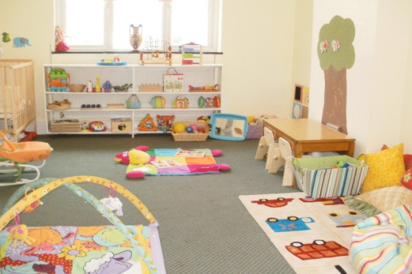 Chambre bébé fille montessori