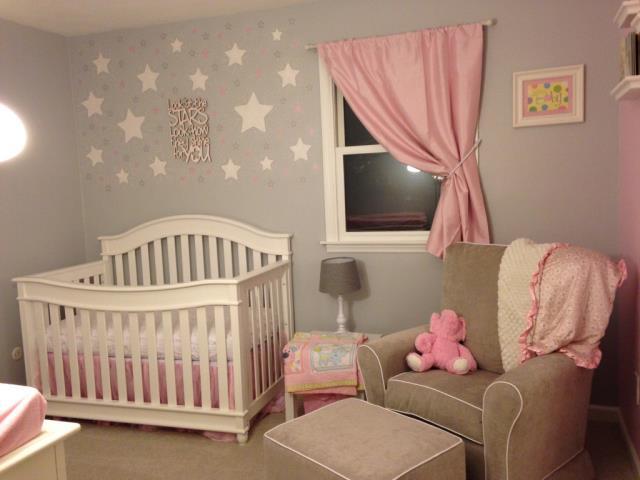 Chambre bébé rose et taupe