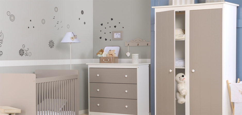 Chambre bébé blanc et taupe
