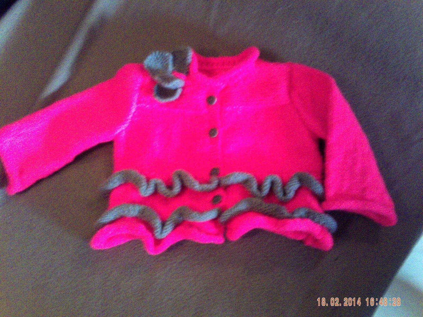 Gilet au tricot pour fillette