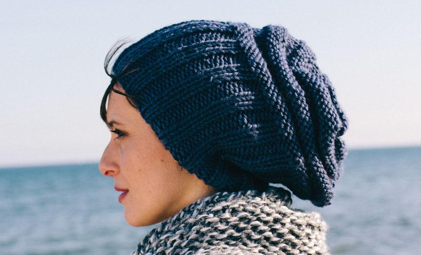 3f0844cdee9ae Tricoter un bonnet tombant pour homme - Idées de tricot gratuit