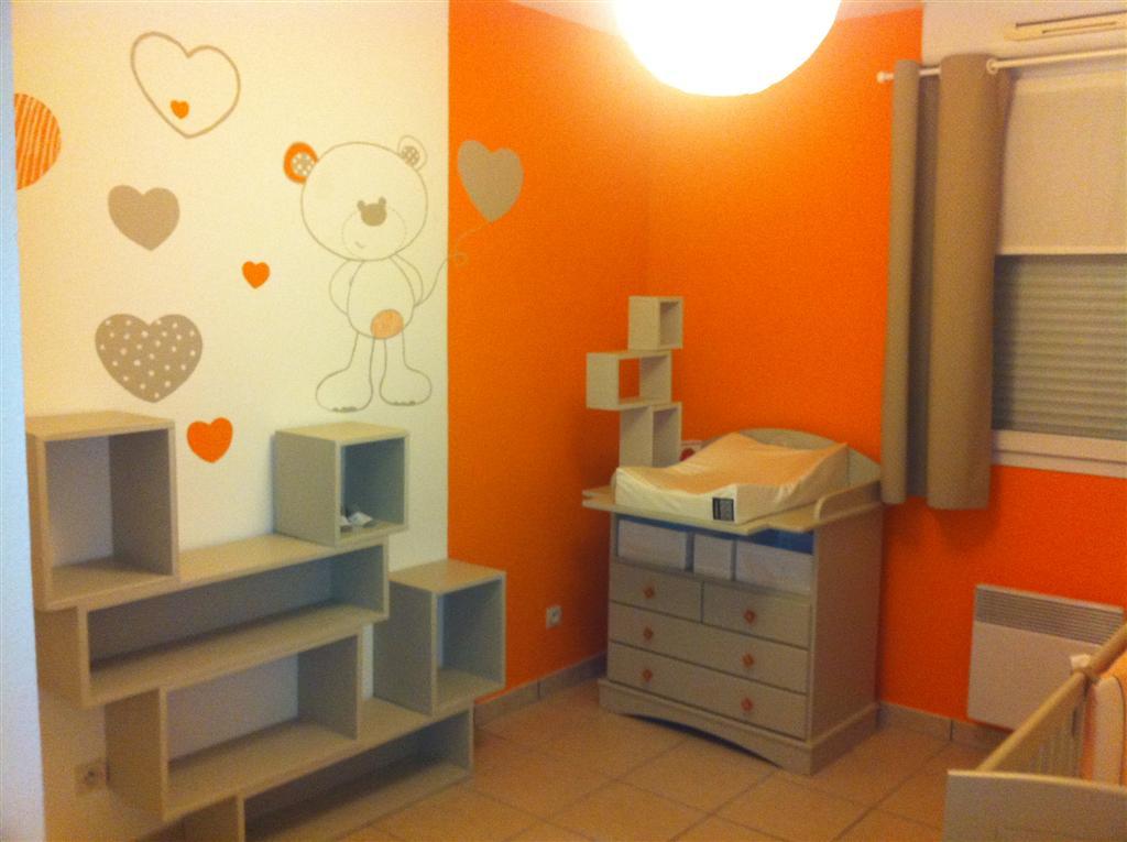 Chambre bébé orange et gris - Idées de tricot gratuit