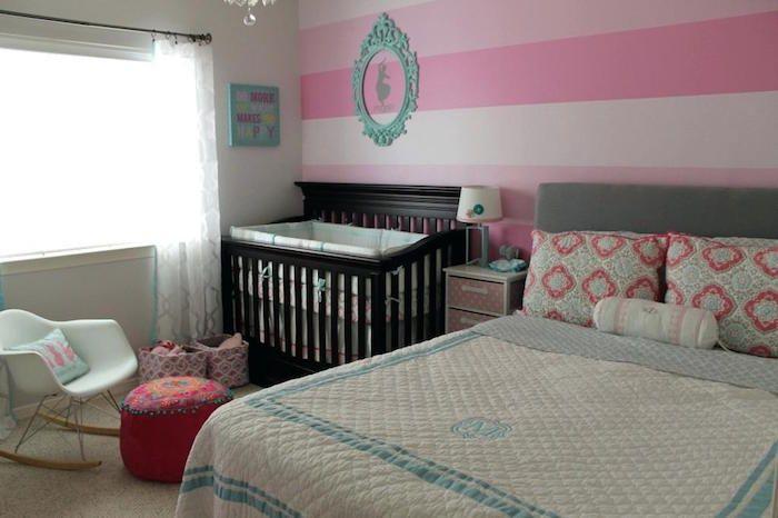 Lit bebe dans chambre parent