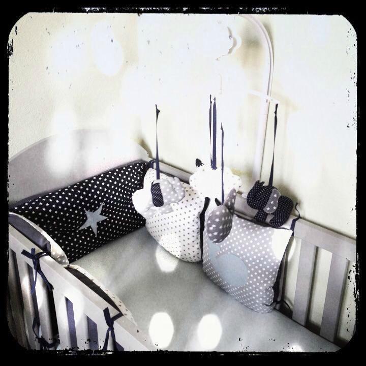 Decoration chambre bebe bleu marine