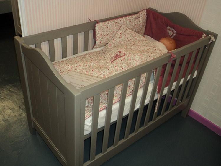 Chambre bébé évolutive en bois massif