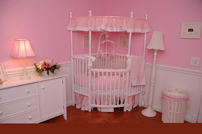 Chambre bébé parme et blanc - Idées de tricot gratuit