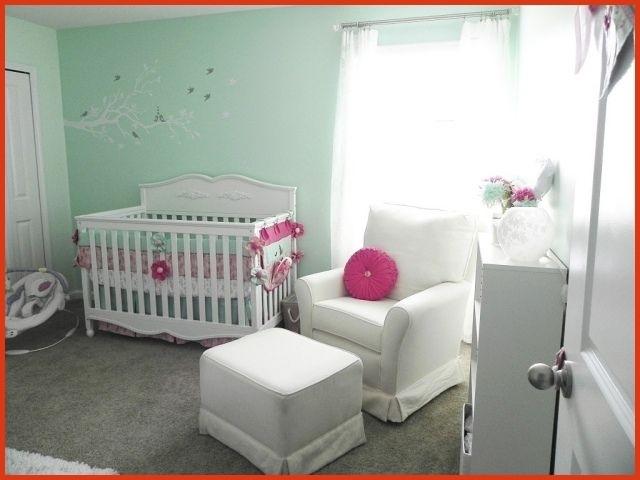 Idée déco chambre bébé garçon vert