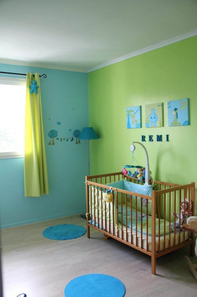 Photo chambre bébé vert anis