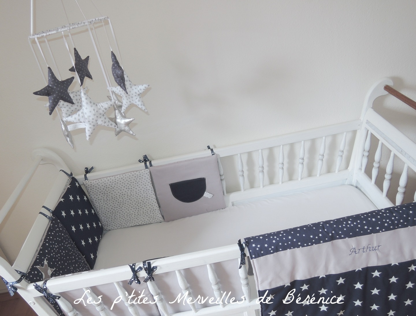 linge de lit bebe bleu marine id es de tricot gratuit. Black Bedroom Furniture Sets. Home Design Ideas