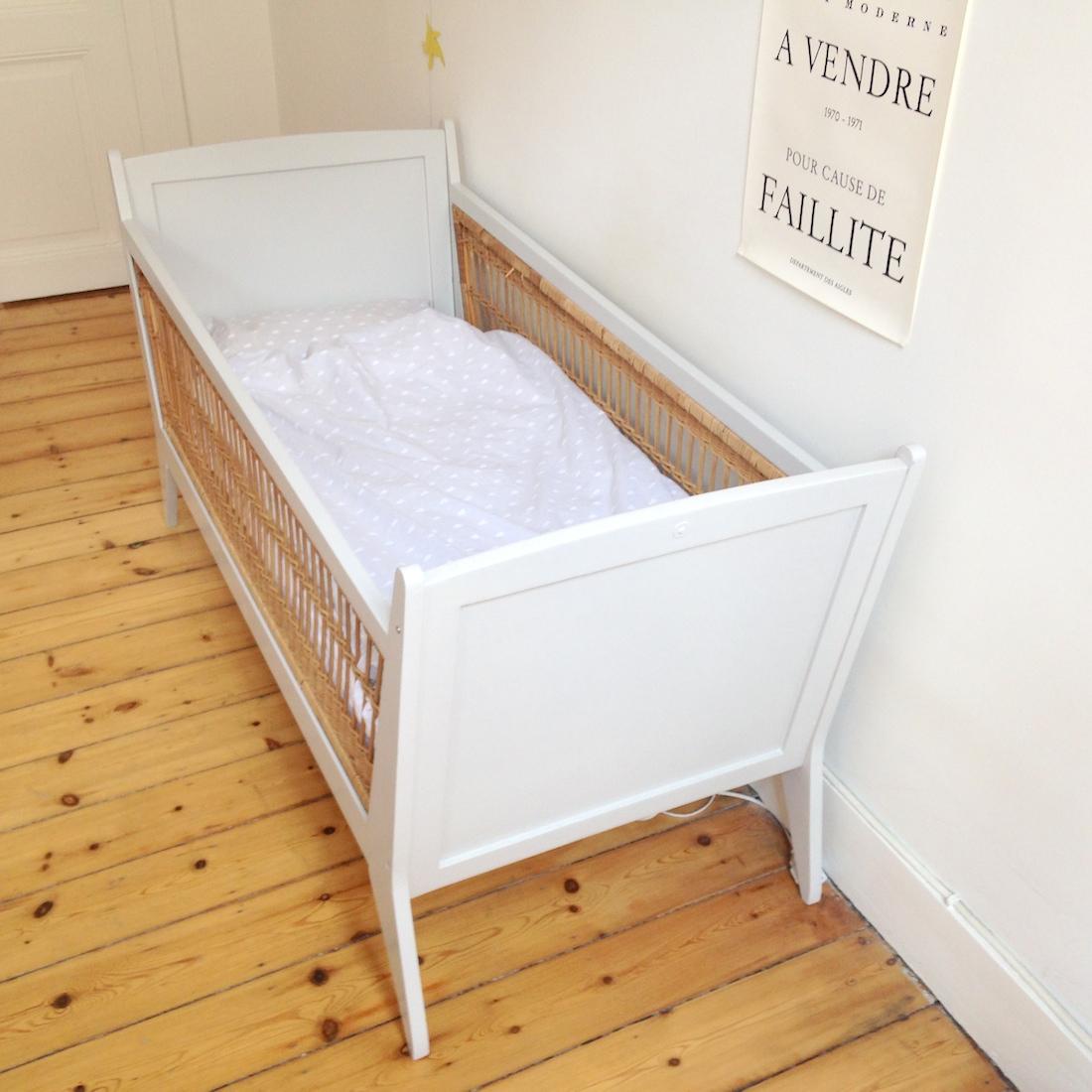 Repeindre lit bébé en bois - Idées de tricot gratuit