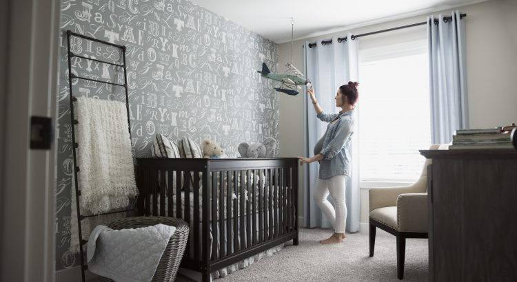 Comment nettoyer un lit bébé en bois